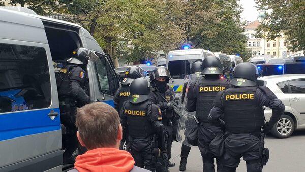 Policie zasahuje na demonstraci proti koronavirovým opatřením v Praze - Sputnik Česká republika