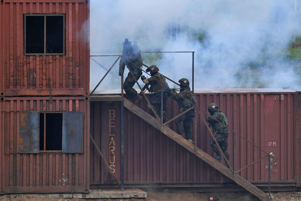 """Vojenské cvičení OSKB """"Něrušimoje bratstvo 2020"""" v Bělorusku"""