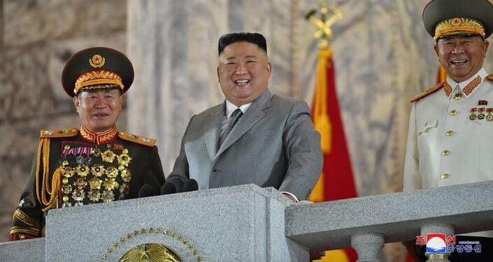 Severokorejský lídr Kim Čong-un během vojenské přehlídky
