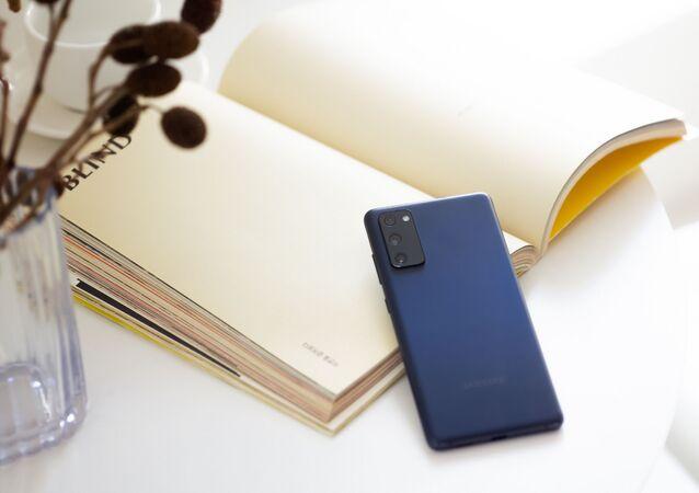 Mobilní telefon Galaxy S20 FE. Ilustrační foto