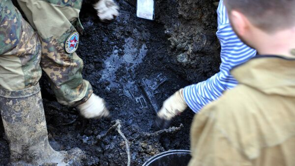 Příslušníci přímořského pátracího sdružení AviaPoisk našli na místě katastrofy transportního letadla Li-2, k níž došlo v roce 1945, pozůstatky členů posádky, oznámilo sdružení. - Sputnik Česká republika