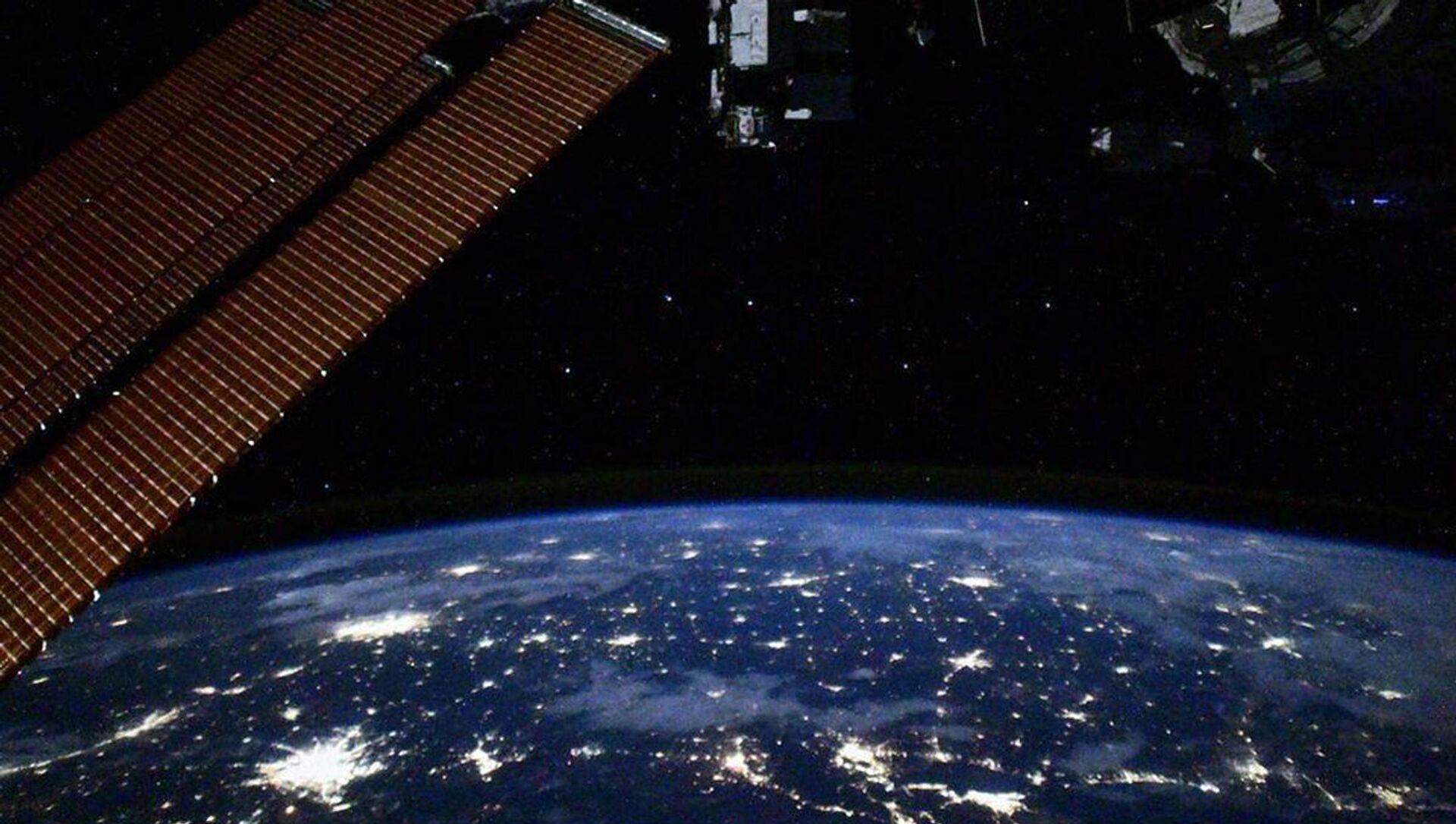 Pohled s ISS - Sputnik Česká republika, 1920, 13.03.2021