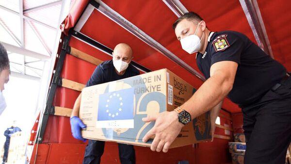 Rumunští hasiči přivezli ventilátory do ČR  - Sputnik Česká republika