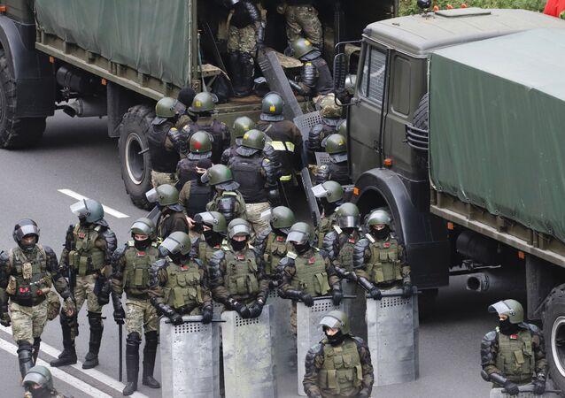 Policisté v Minsku