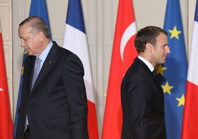 Turecký prezident Recep Tayyip Erdogan a francouzský prezident Emmanuel Macron