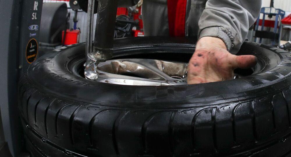 Výměna pneumatik v autosalonu