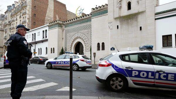 Francouzská policie vedle Velké mešity v Paříži - Sputnik Česká republika