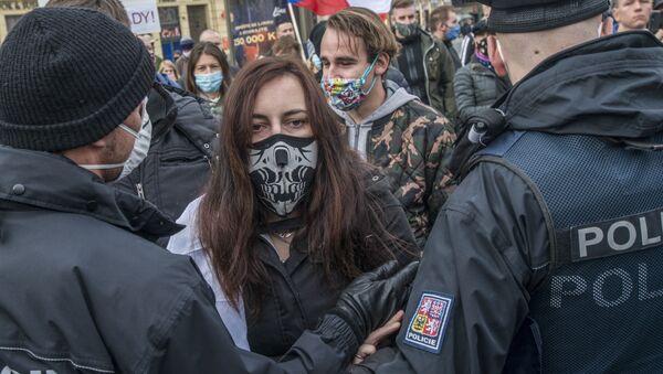 Protestní akce proti karanténním opatřením v Praze - Sputnik Česká republika