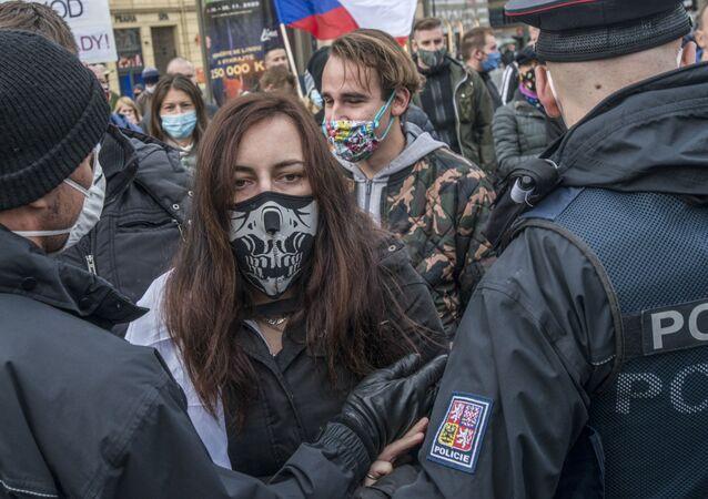 Protestní akce proti karanténním opatřením v Praze