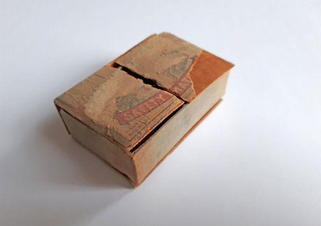 Krabička od zápalek se zpŕavou