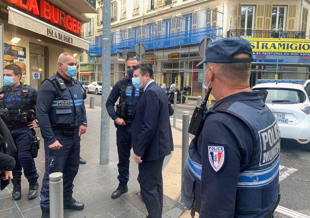 Policisté v Nice, kde útočník uřízl hlavu své oběti (29. 10. 2020)