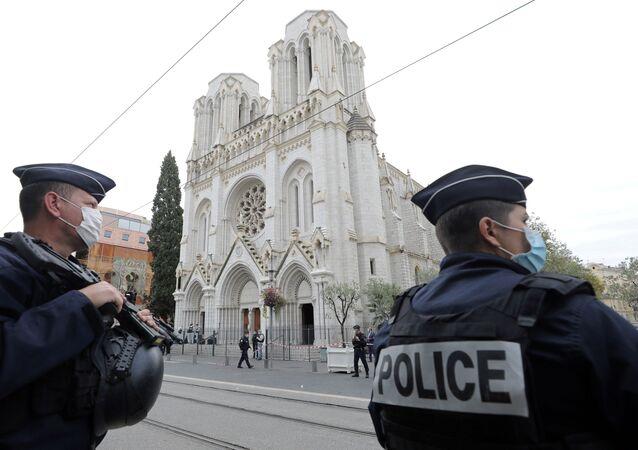 Útok nožem v Nice