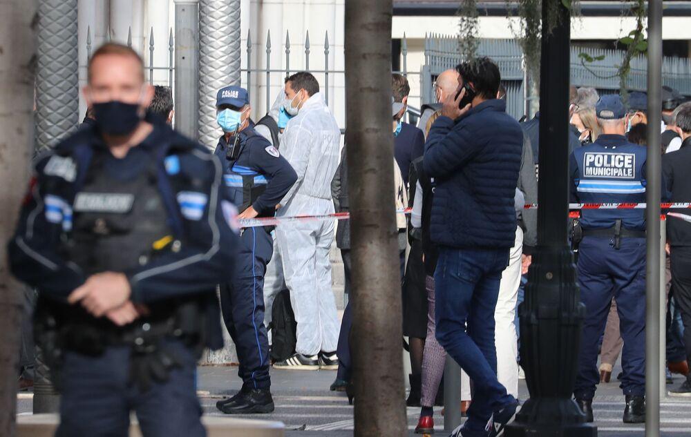 Chaos a strach. Fotografové zachytili, co se dělo v Nice bezprostředně po útoku neznámého pachatele