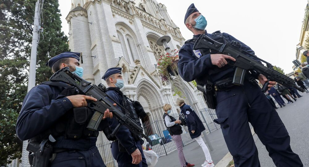 Francouzští policisté na místě útoku v Nice
