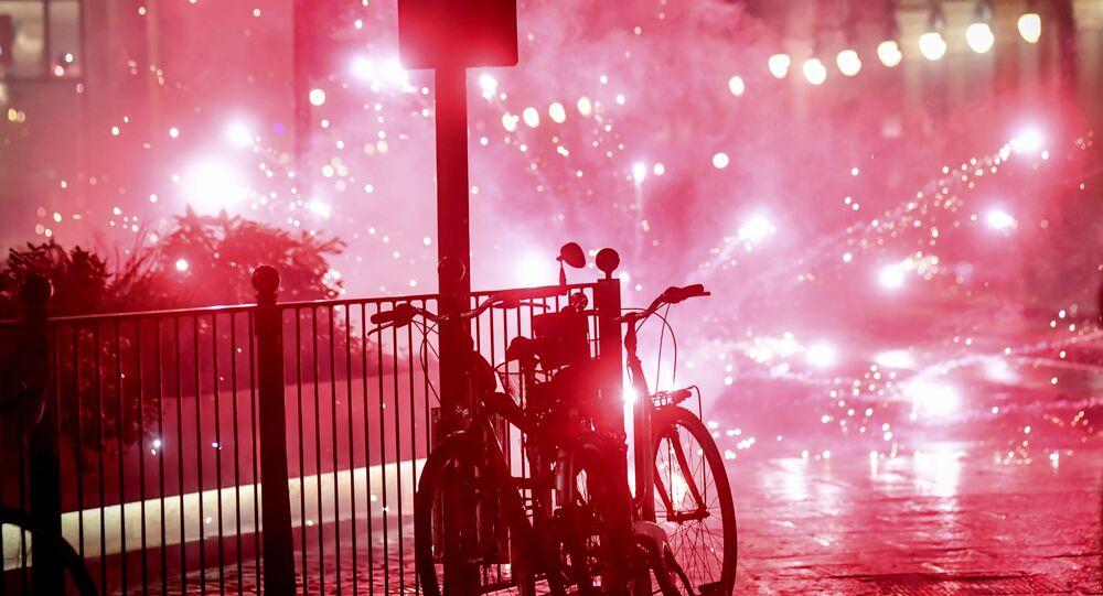 Desítky protureckých demonstrantů pochodovaly francouzským Dijonem a křičely Alláh Akbar