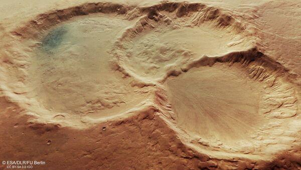 Trojice kráterů na povrchu Marsu - Sputnik Česká republika
