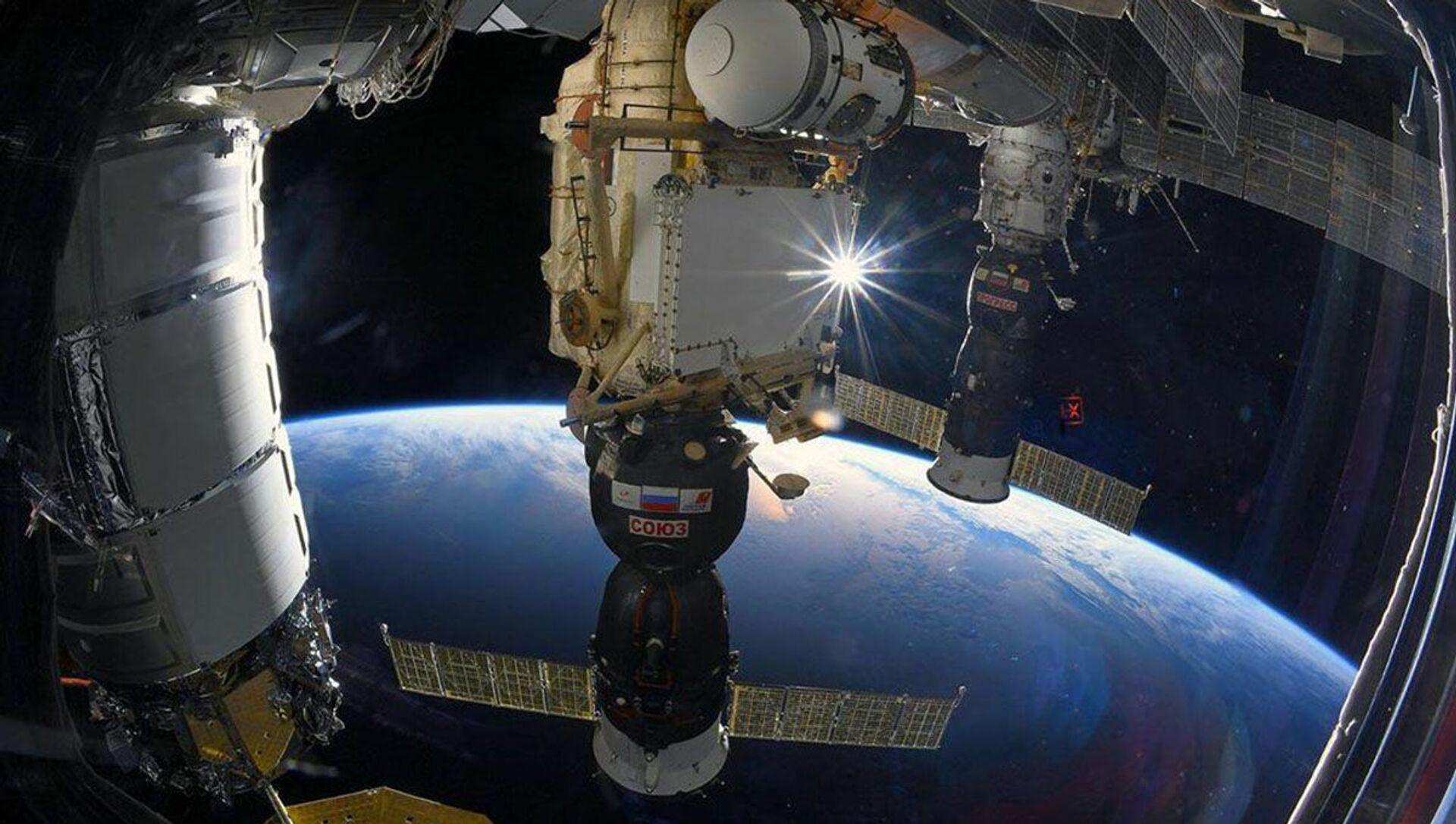 Loď Sojuz MS připojený k Mezinárodní vesmírné stanici. Ilustrační foto - Sputnik Česká republika, 1920, 27.03.2021
