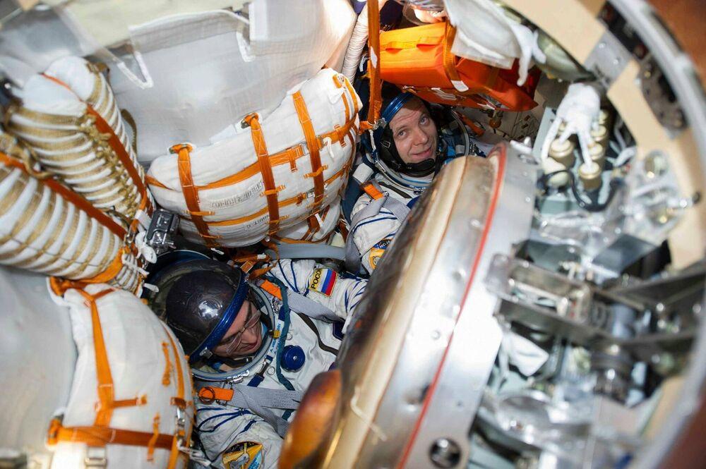 Kosmonauti Roskosmosu Anatolij Ivanišin a Ivan Wagner