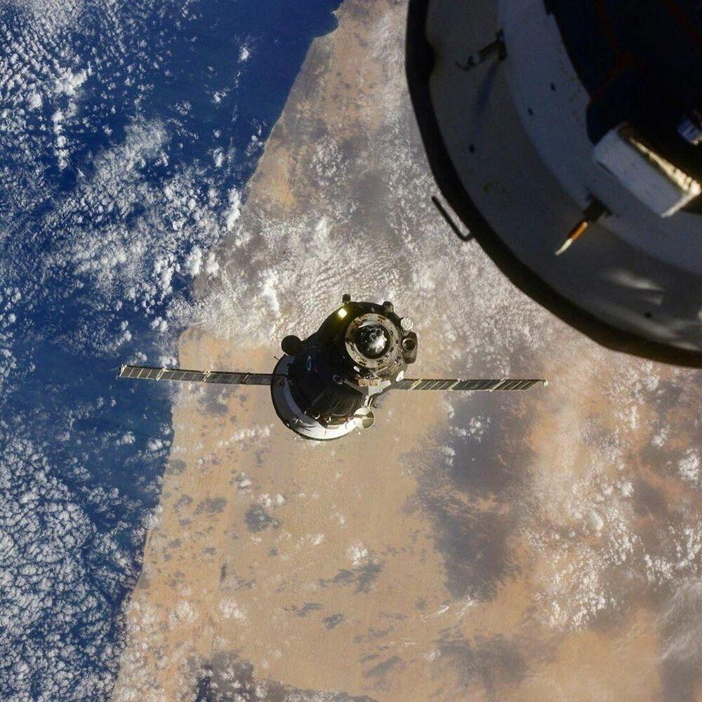 Loď Sojuz MS-17 u ISS