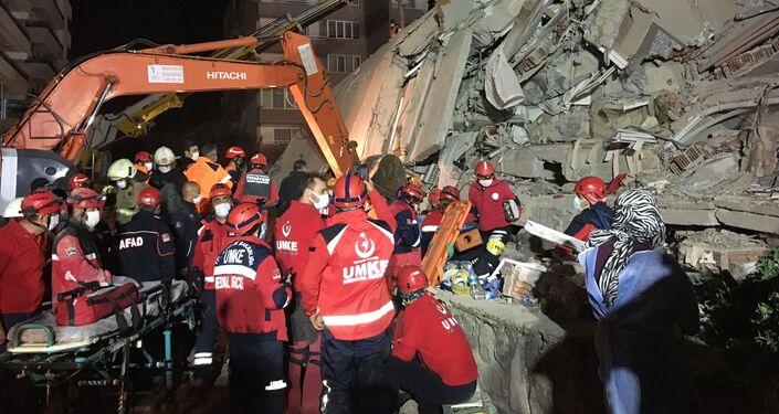 Následky zemětřesení v Izmiru
