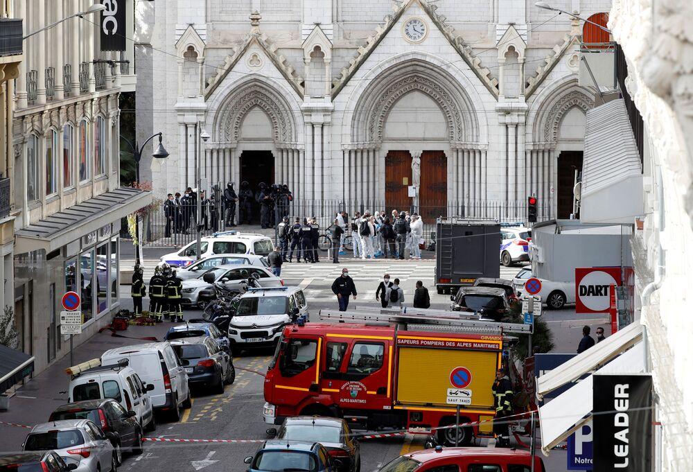 Situace u katedrály Notre Dame v Nice, kde došlo k útoku na občany, Francie