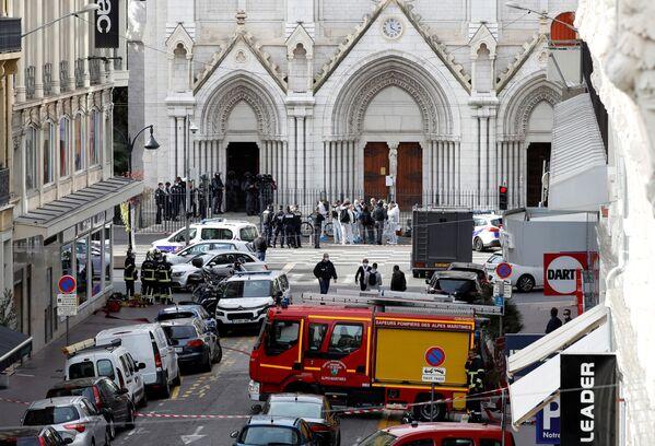 Situace u katedrály Notre Dame v Nice, kde došlo k útoku na občany, Francie - Sputnik Česká republika