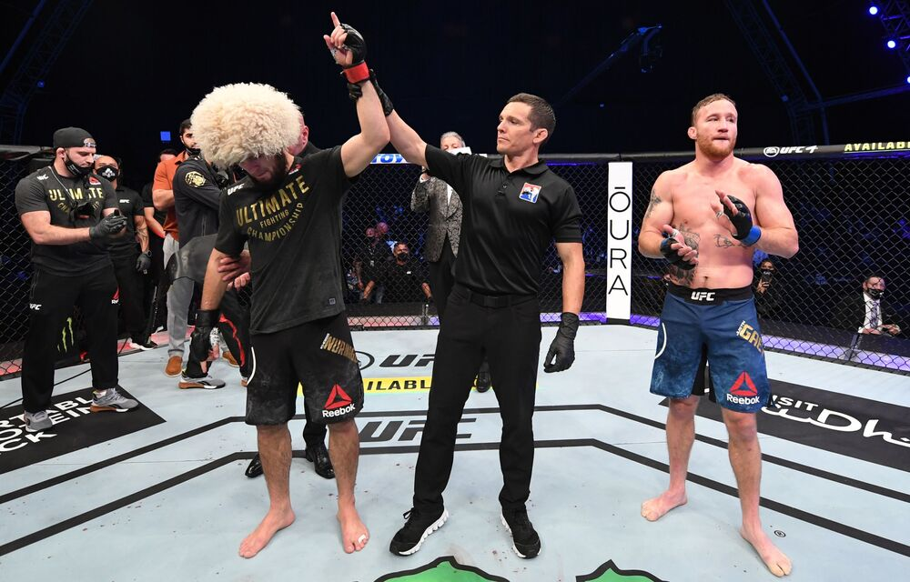 Khabib Nurmagomedov po vítězství v boji s Justinem Gaethjem