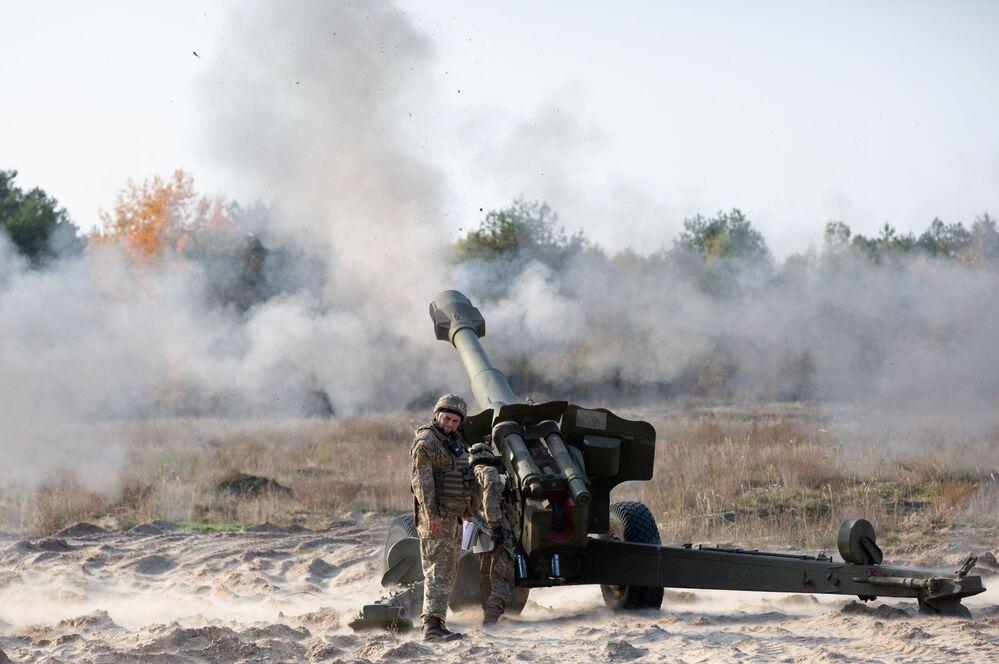 Ukrajinští vojáci vypálili dělostřelecké střely v obci Devička v Kyjevské oblasti