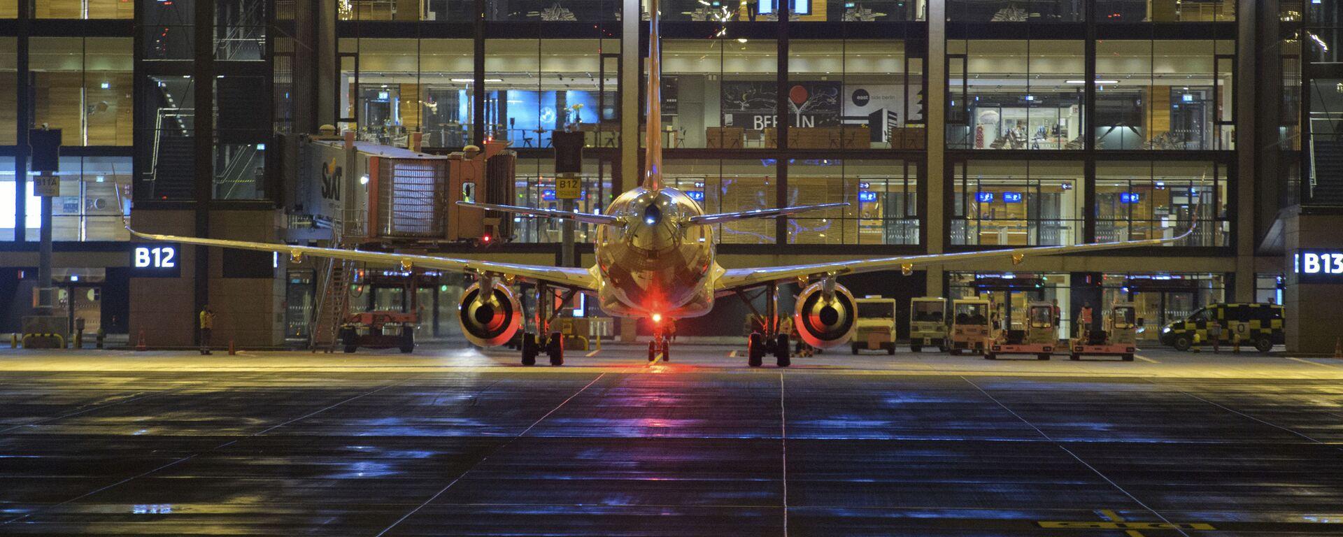 Letadlo na letišti v Berlíně - Sputnik Česká republika, 1920, 03.06.2021