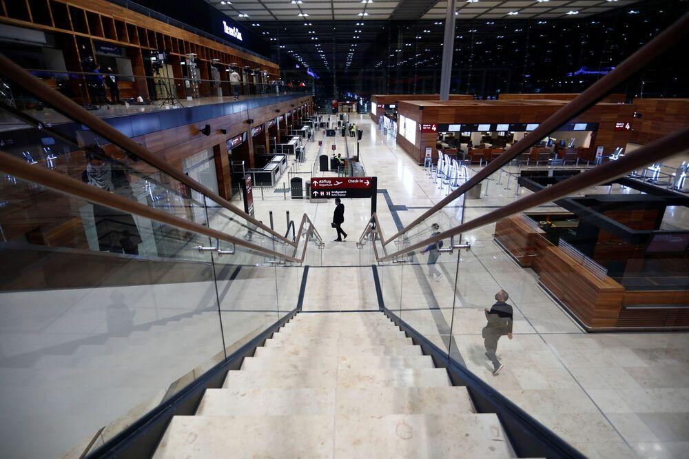 Interiér nového mezinárodní letiště Willyho Brandta v Německu