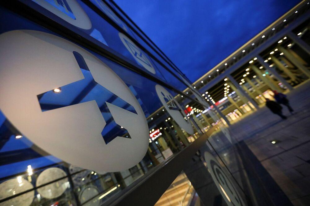 Ukazatele na novém mezinárodním letišti Willyho Brandta v Německu