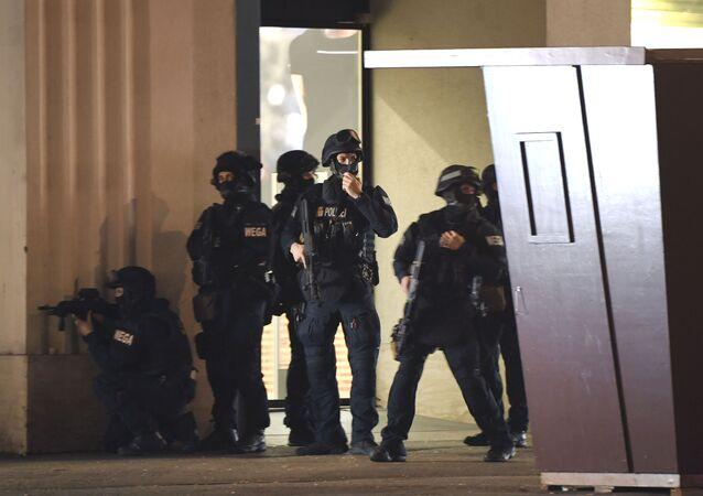 Policie na místě střelby ve Vídni