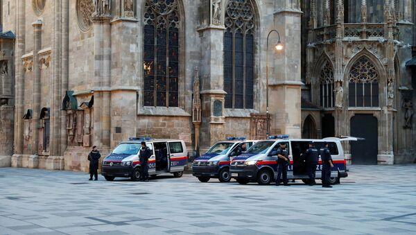 Rakouští policisté po teroristickém útoku ve Vídni - Sputnik Česká republika