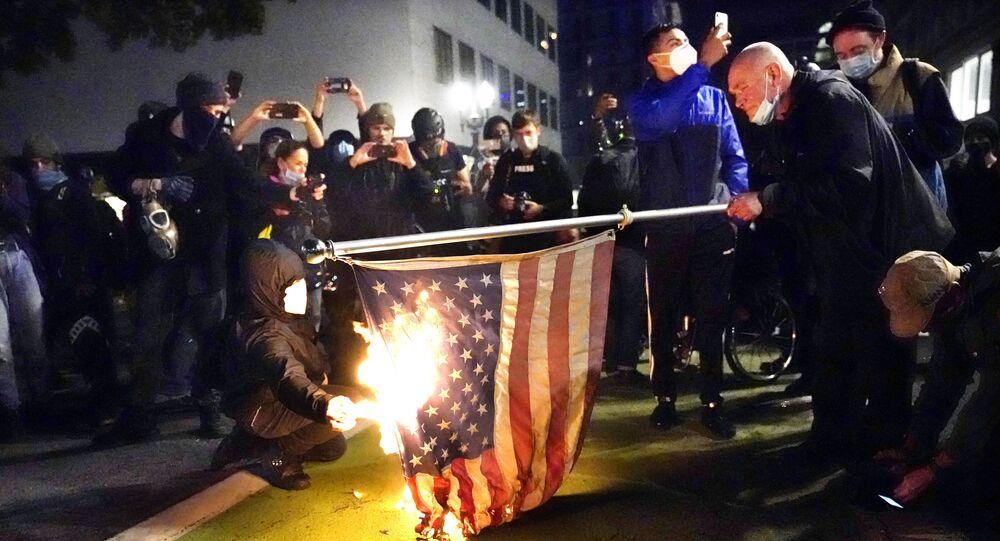 Americké protesty v Portlandu (4. 11. 2020)
