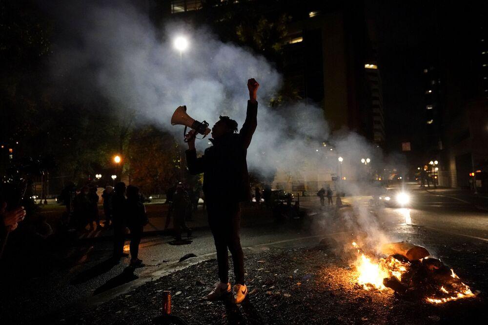 Protestní akce po skončení voleb amerického prezidenta v Portlandu.