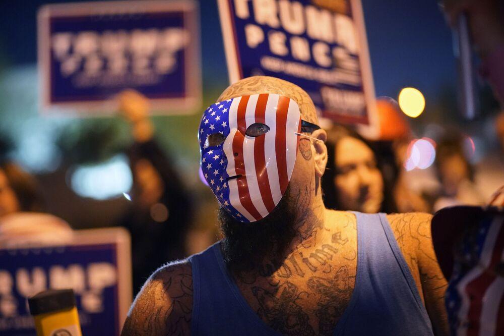 Příznivci prezidenta Donalda Trumpa protestují v Las Vegas.
