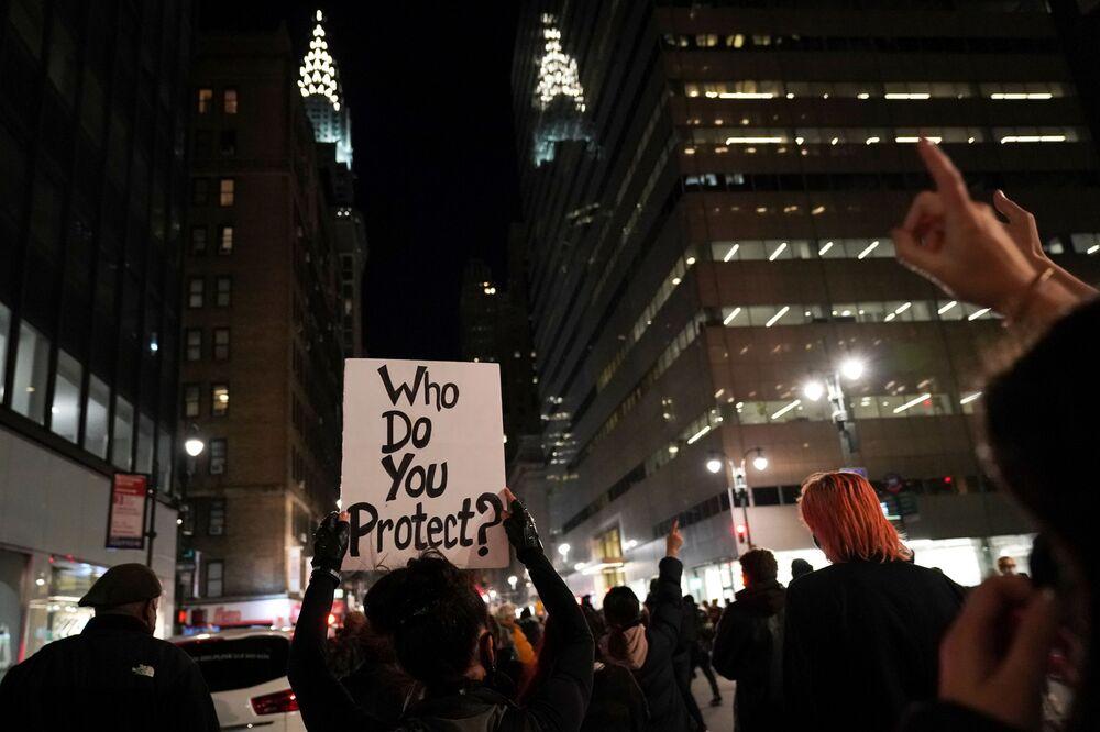 """Meeting s názvem """"Národní pochod, protože boj pokračuje"""". Manhattan, New York."""
