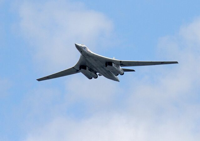 Nadzvukový strategický bombardér Tu-160