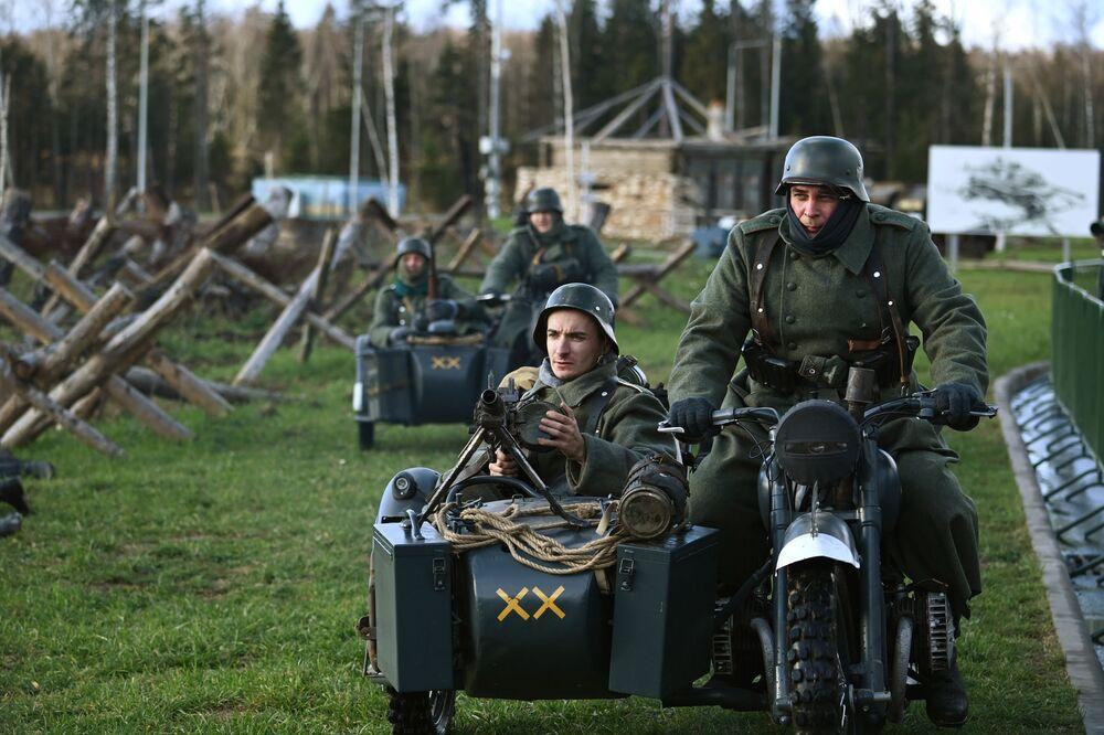 Rekonstrukce bitvy před Moskvou. Muzejní komplex Cesta pamětí, Moskevská oblast.