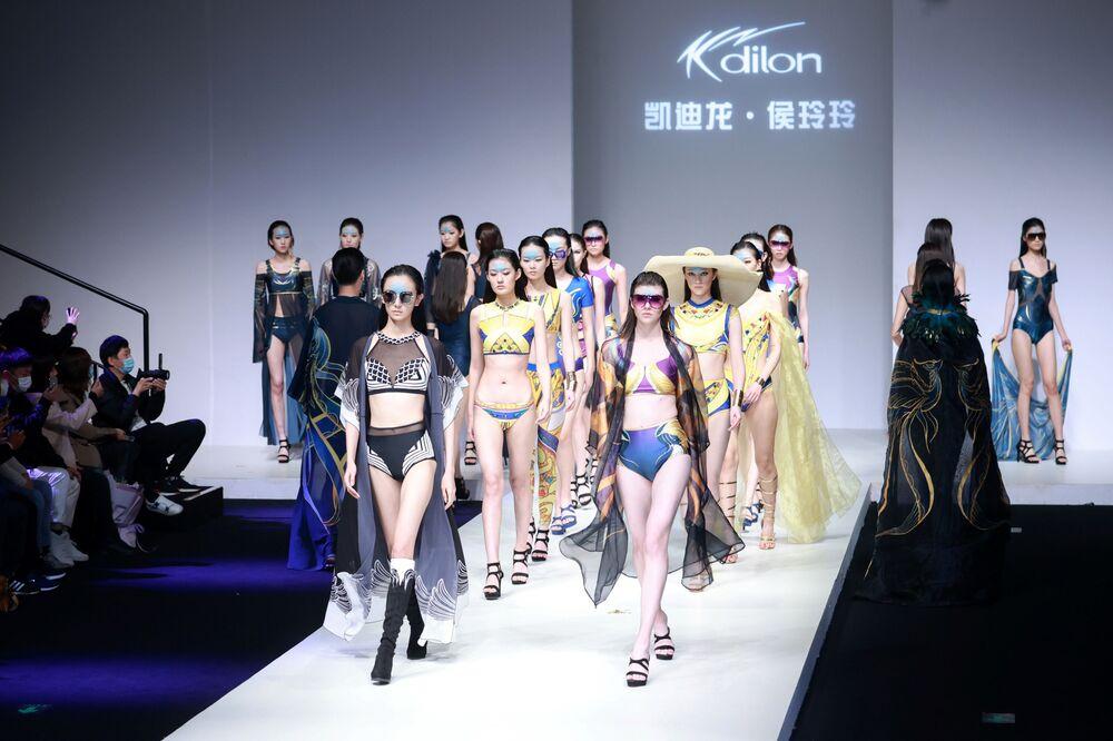Modelky během China Fashion Week.