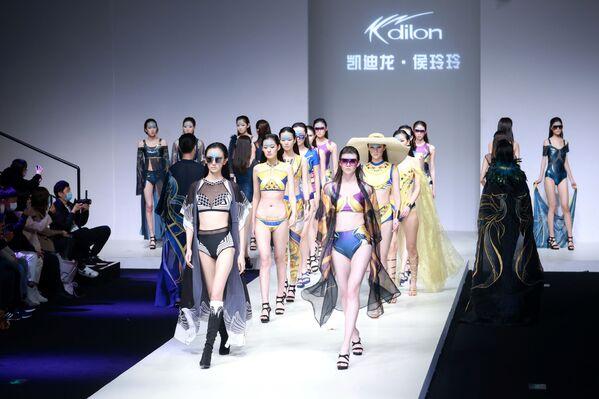Modelky během China Fashion Week. - Sputnik Česká republika