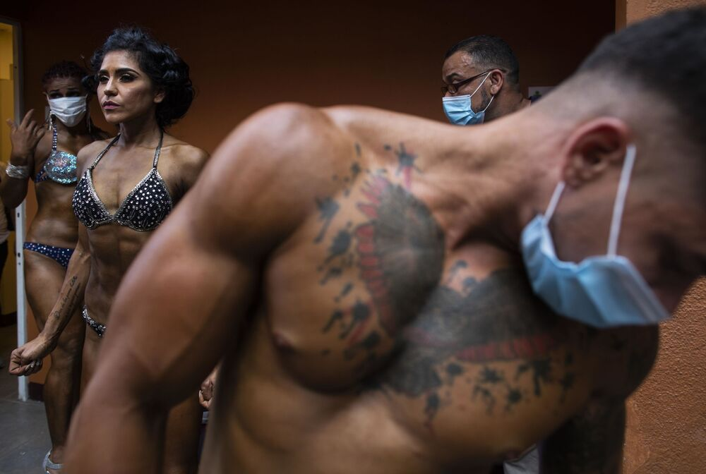Kulturisté se připravují na národní soutěž. Managua, Nikaragua.