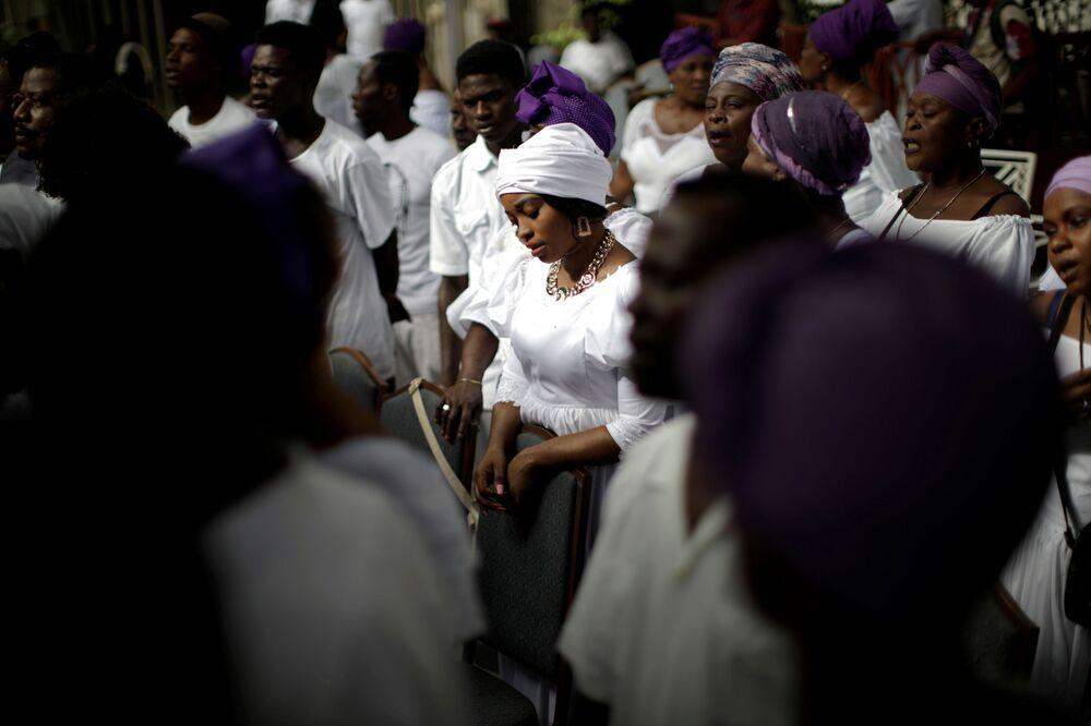 Každoroční festival tance s mrtvými na Haiti.