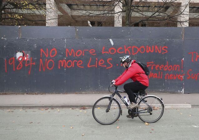 Antilockdownové graffiti v Manchesteru