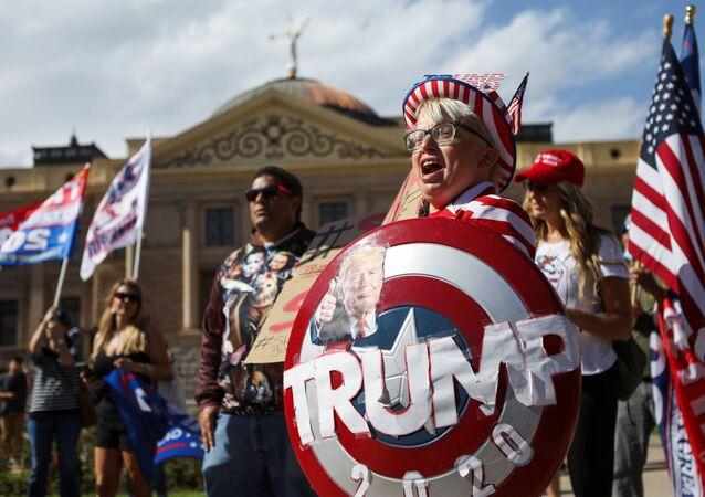 Stop the Steal. Voliči Trumpa demonstrují proti výsledkům prezidentských voleb v USA