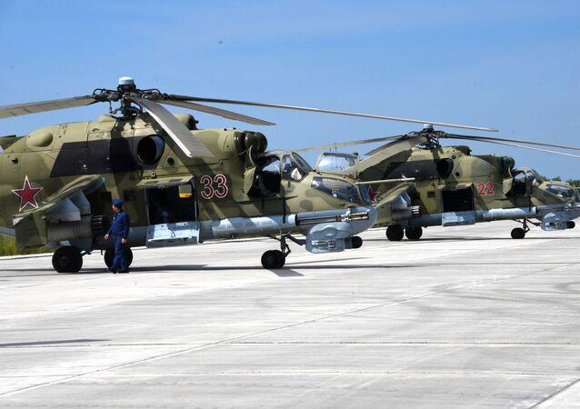 Vrtulníky Mi-24 během cvičení. Ilustrační foto