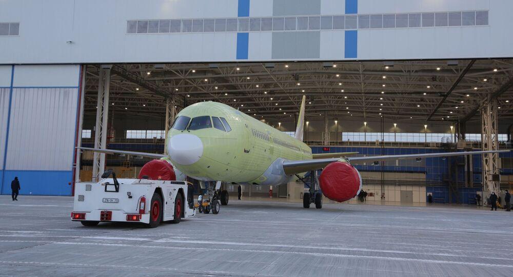 První dopravní letoun MS-21 osazený ruskými motory PD-14