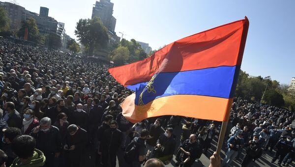 Účastníci protestu v Jerevanu - Sputnik Česká republika