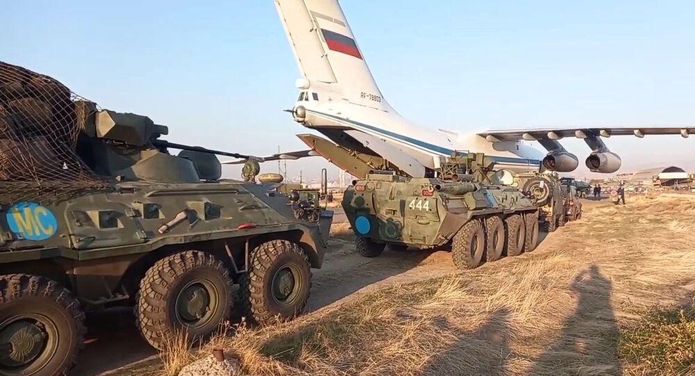 Vykládka příslušníků mírových sil RF