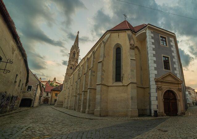 Opuštěná ulice v historickém centru Bratislavy, Slovensko